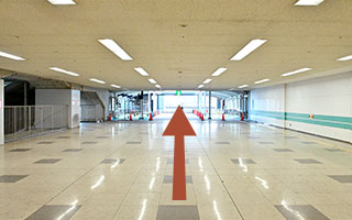 image03:Proceed straight through the corridor.