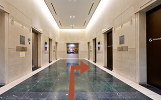 image06:The hotel elevator is on the right side of the 2F elevator hall.
